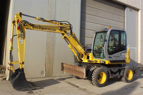 NEW HOLLAND MH2.6 WHEELED MIDI EXCAVATOR